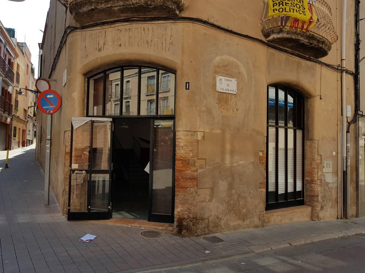 Lloguer Local Comercial  Calle vilafranca. Finques pardas - si quiere alquilar un local en el centro de san