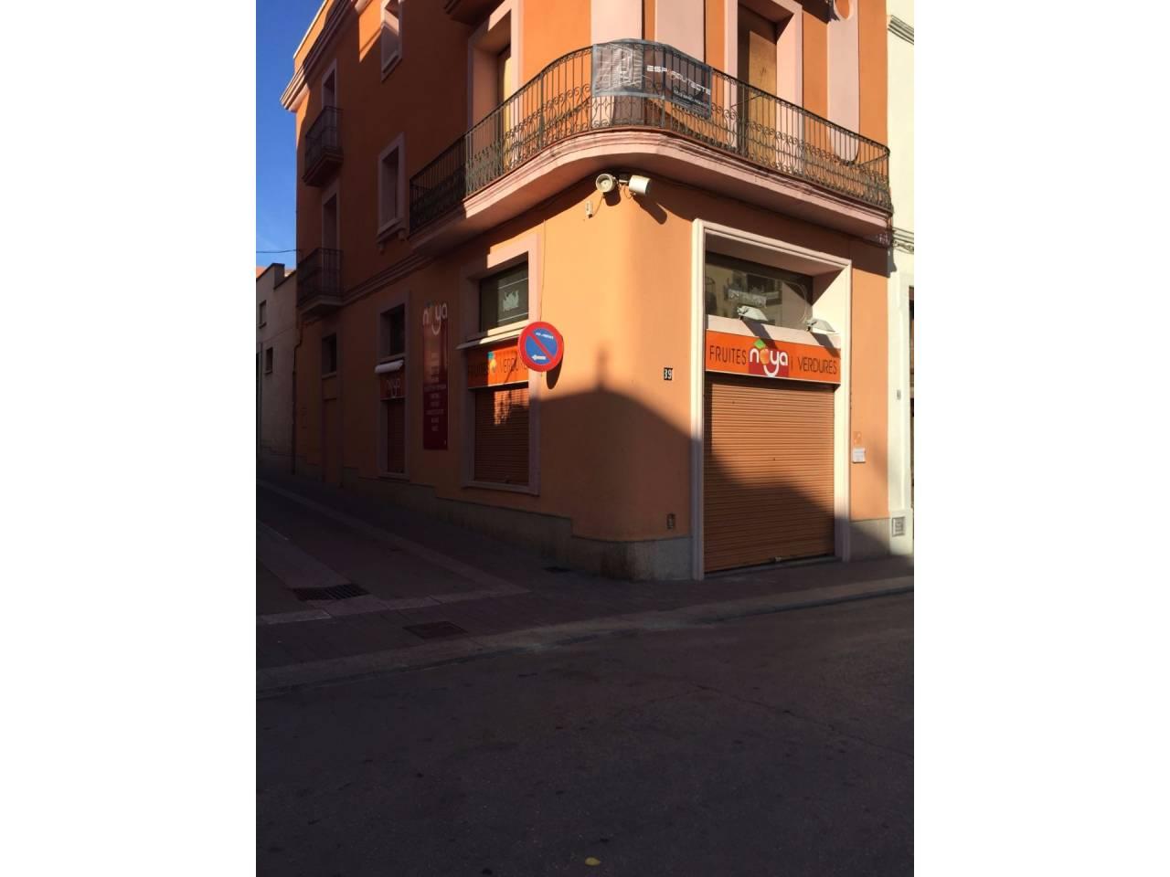 Lloguer Local Comercial  Calle montserrat. Finques pardas - local para alquilar en Sant Sadurní d´Anoia en