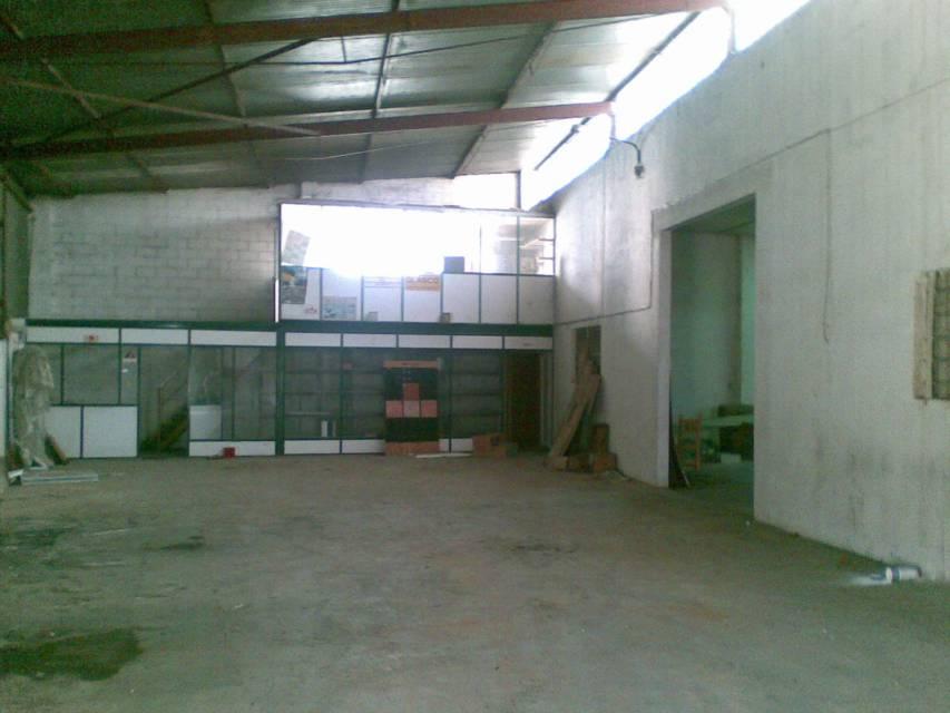Nau industrial  Camp de futbol. Superf. 500 m².no dan licencia de actividad, solo para almacen