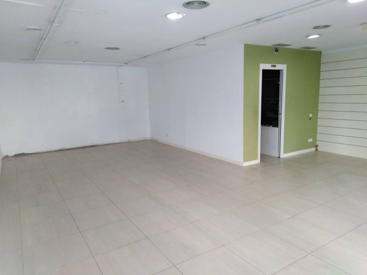 Alquiler Local Comercial  Illa del pla. Superf. 82 m², escaparate, planta baja, luz, estado certificació