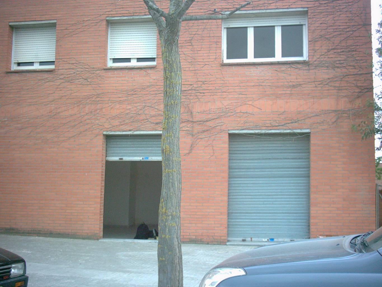 Lloguer Local Comercial  Ronda boada vell. Superf. 60 m²,  1 aseo, planta baja.