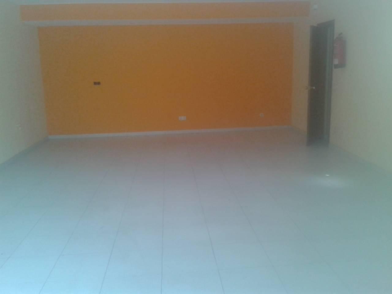 Lloguer Local Comercial  Centre. Superf. 40 m², accesibilidad, puertas de acceso (1), escaparate
