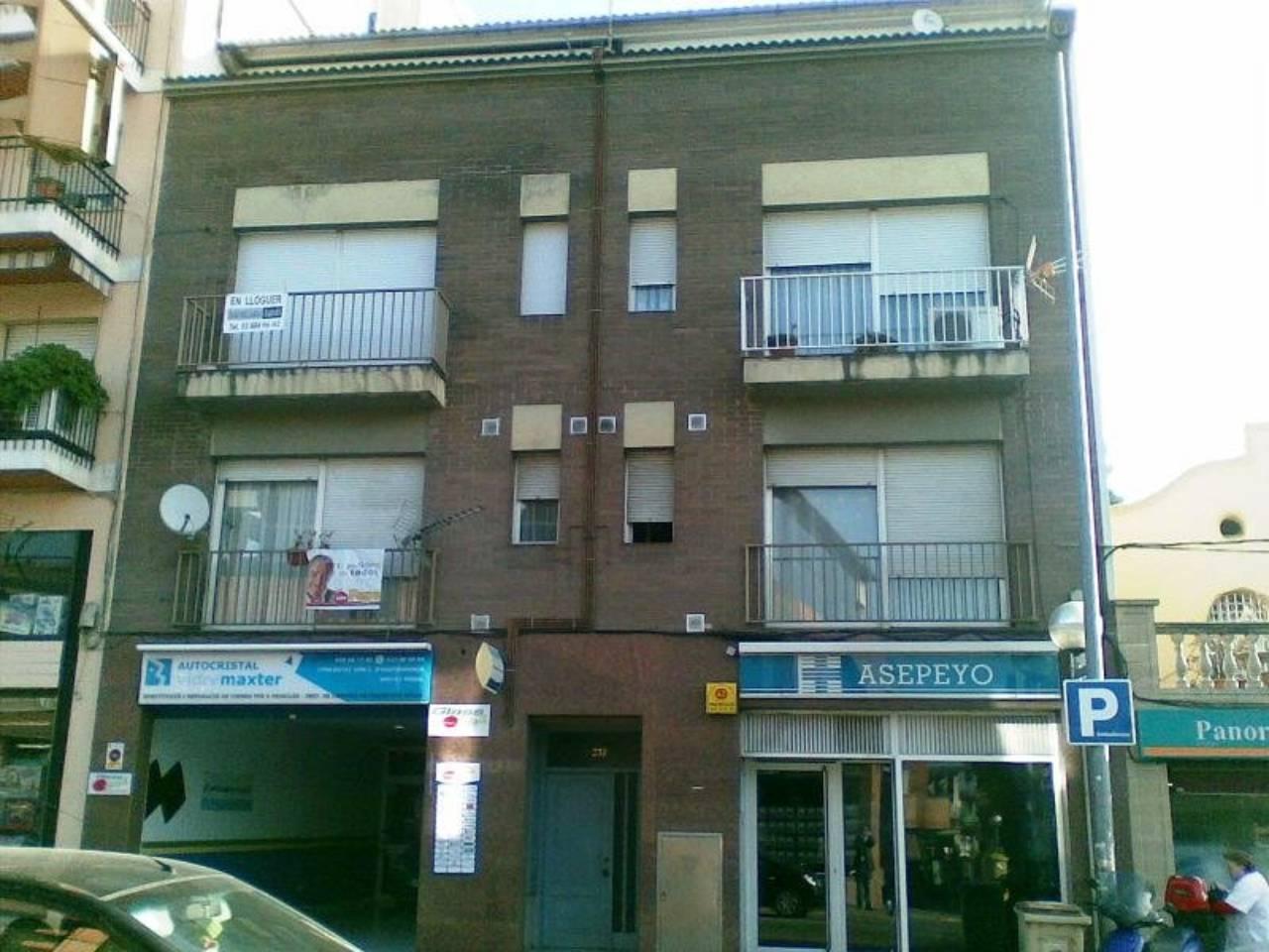 Alquiler Piso  Centre. Superf. 90 m²,  4 habitaciones ( 1 suite,  2 dobles,  1 individu