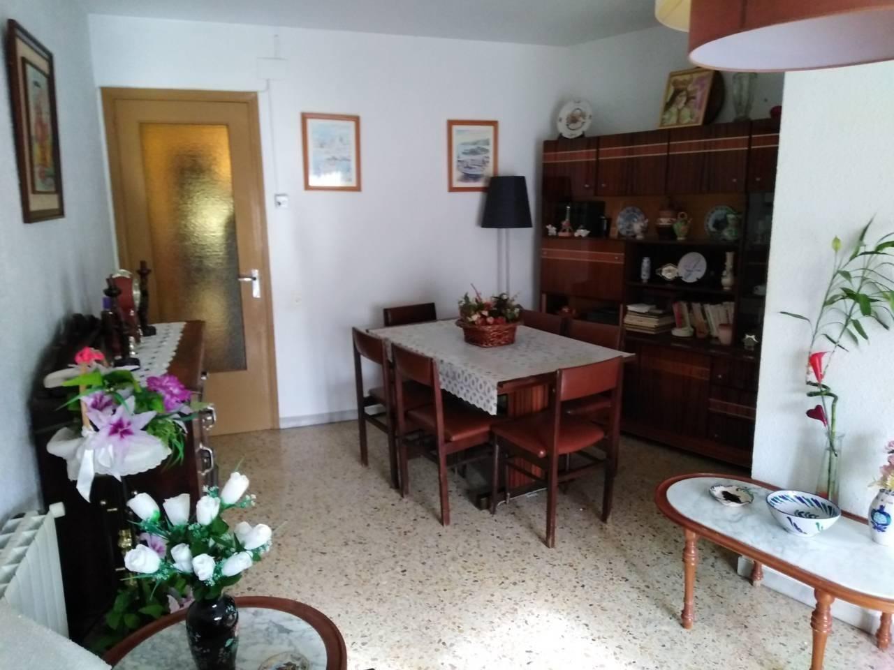 Alquiler Piso  Avenida catalunya, 101. Piso de origen en muy buen estado!!!!!!!!!!!! superf. 74 m²,  3