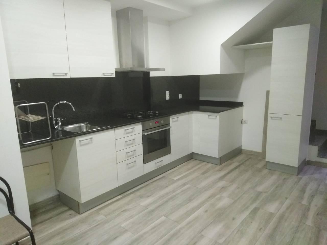 Alquiler Piso  Calle sant isidre. Duplex como nuevo con 2 terrazas!!!! , superf. 75 m²,  2/3 habit