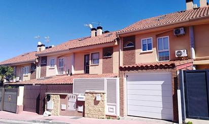 Casa adosada en venta en Calle Chile, Loeches