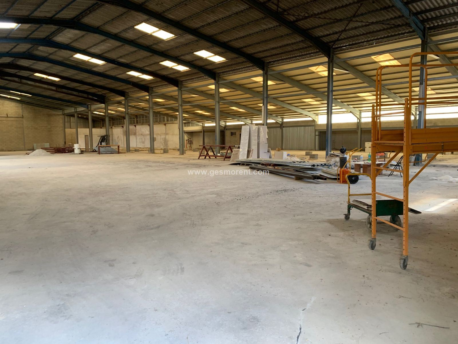 Rent Industrial building  Vilafranca. Nave industrial de 3.000 m2 en villafranca de bonany