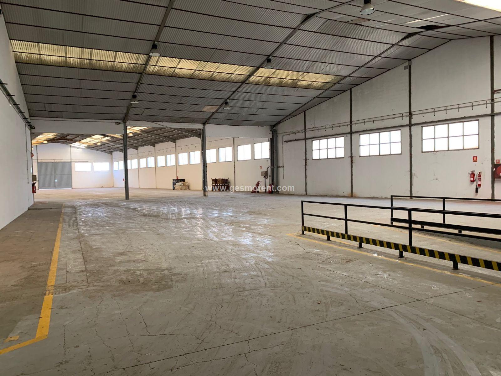 Rent Industrial building  Binissalem - binissalem pueblo. Nave en alquiler en binissalem
