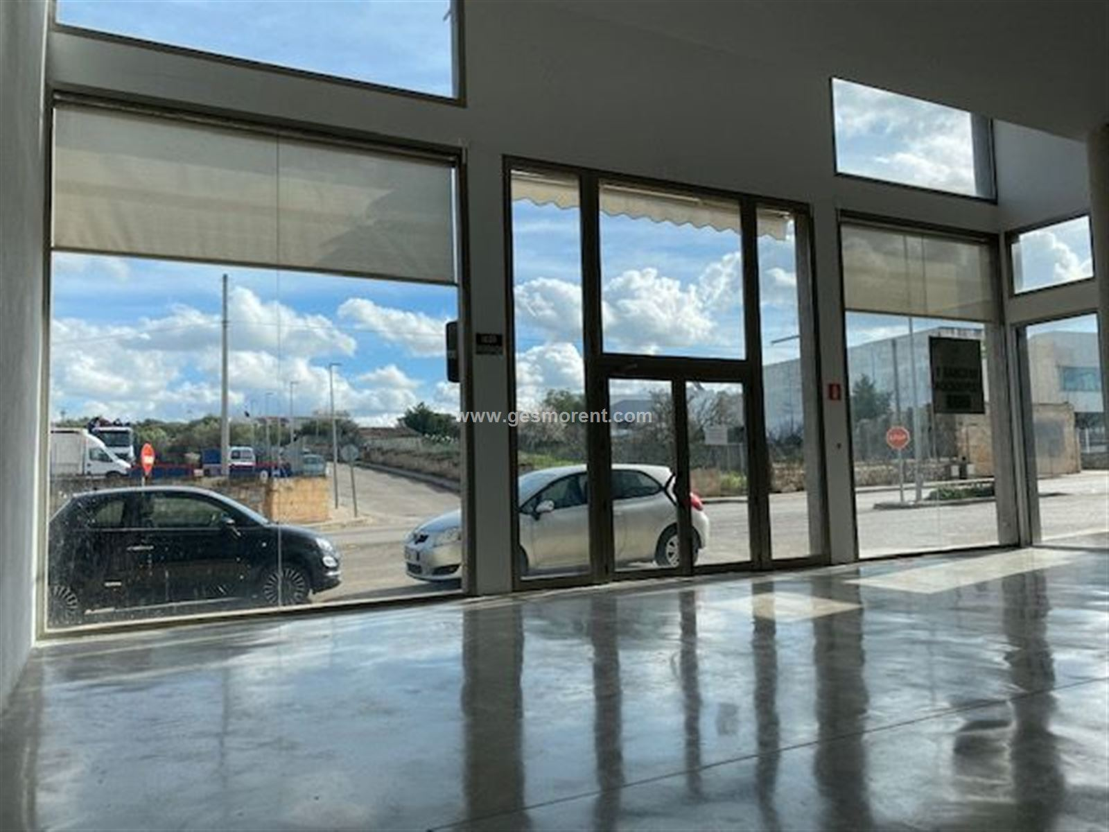 Rent Business premise  Sa pobla - crestaix. Local comercial en alquiler de 117m2 en muro