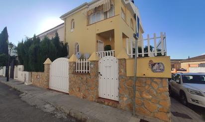 Casa adosada en venta en La Zubia