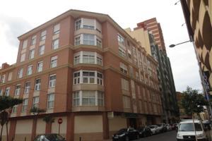 Piso en Venta en Herrero / Centro