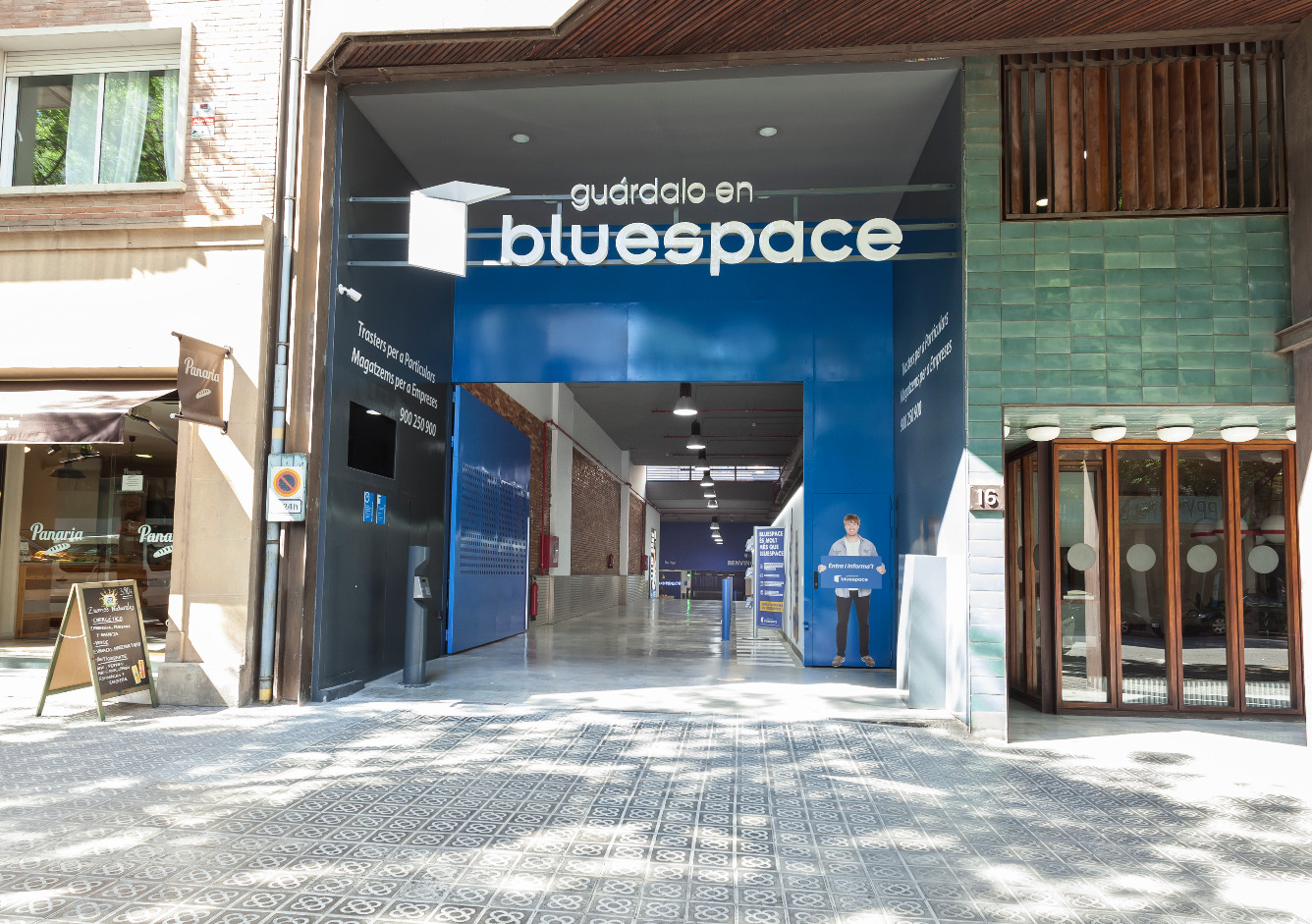 Location Entrepôt  Calle bori i fontestà, 16. Trasteros de 2,5 m2 en ganduxer (barcelona). tenemos diferentes