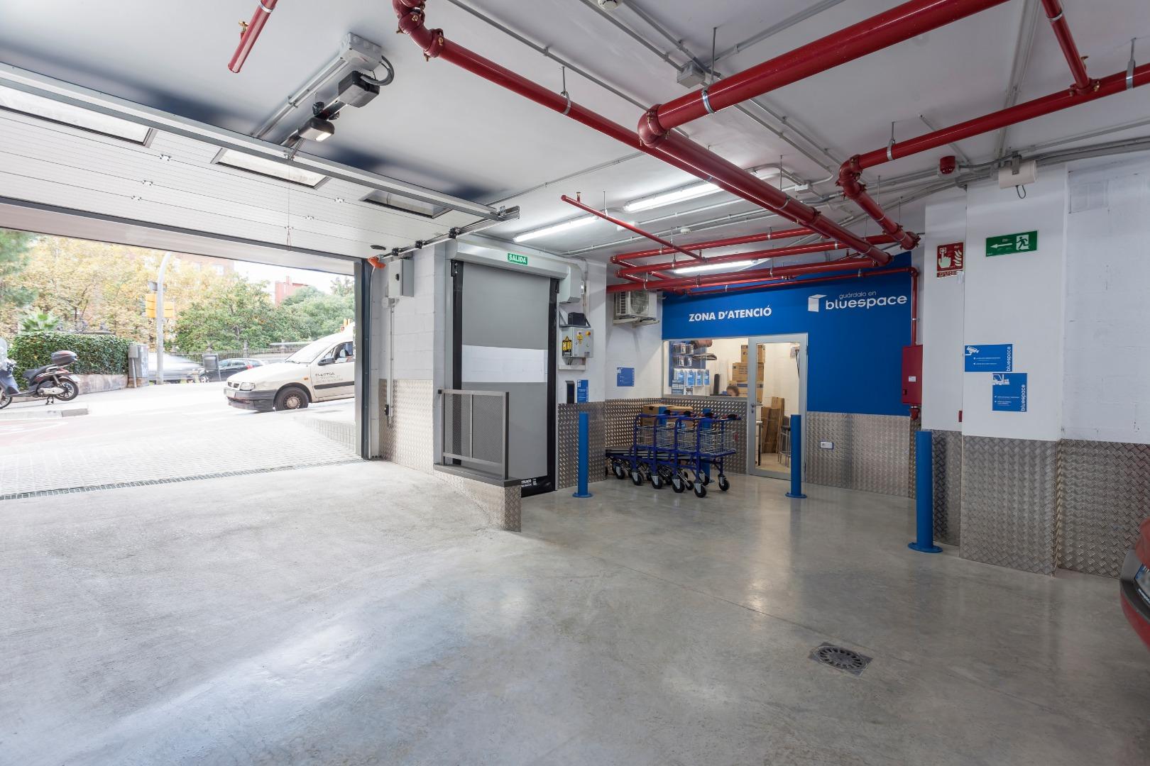 Location Entrepôt  Calle teodora lamadrid , 52-54. Trasteros bluespace , de 1 m2 en st.gervasi (barcelona) ¡reserv