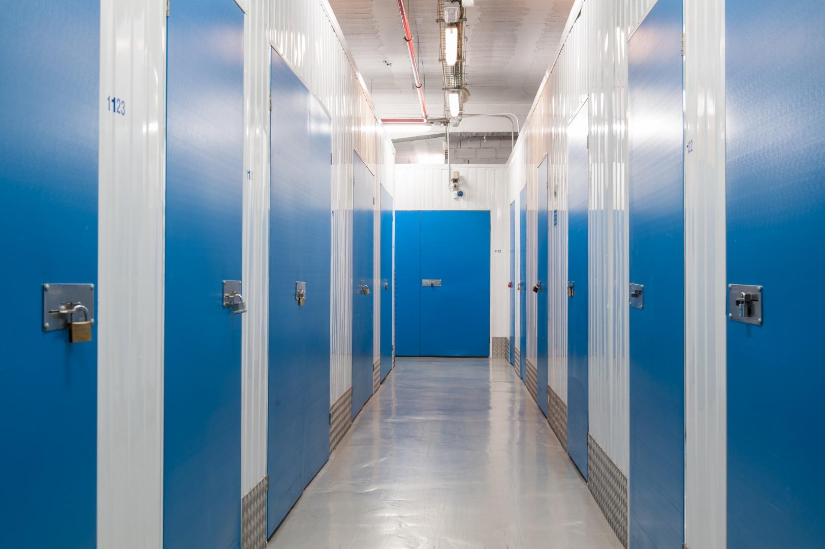 Lloguer Magatzem  Bajo vinalopó, 1. Trasteros bluespace de 30 m2 en mislata (valencia). tenemos dife