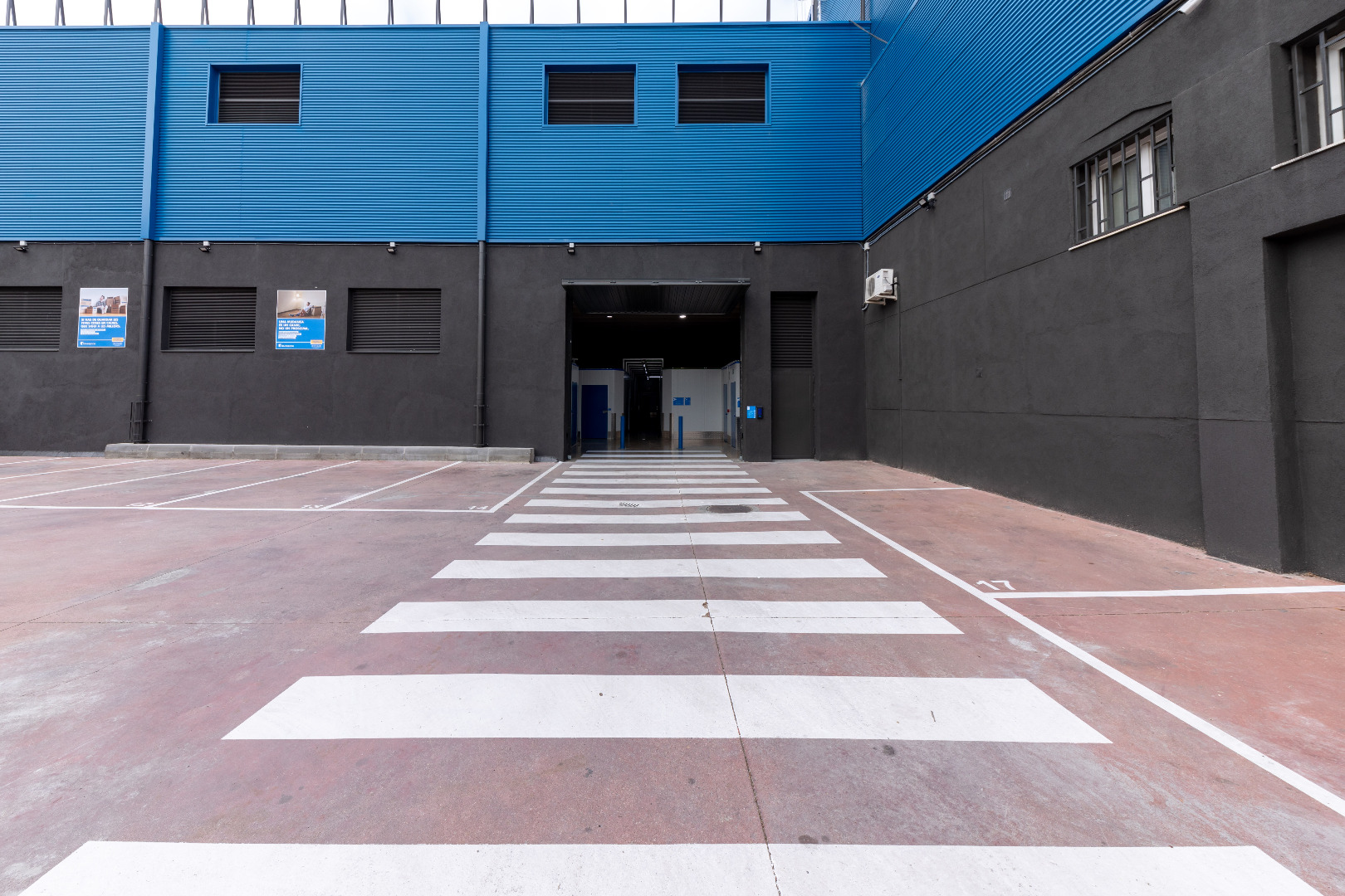 Location Entrepôt  Carrer del rosselló, 2. ¡primer mes por 1€! trasteros bluespace en terrassa