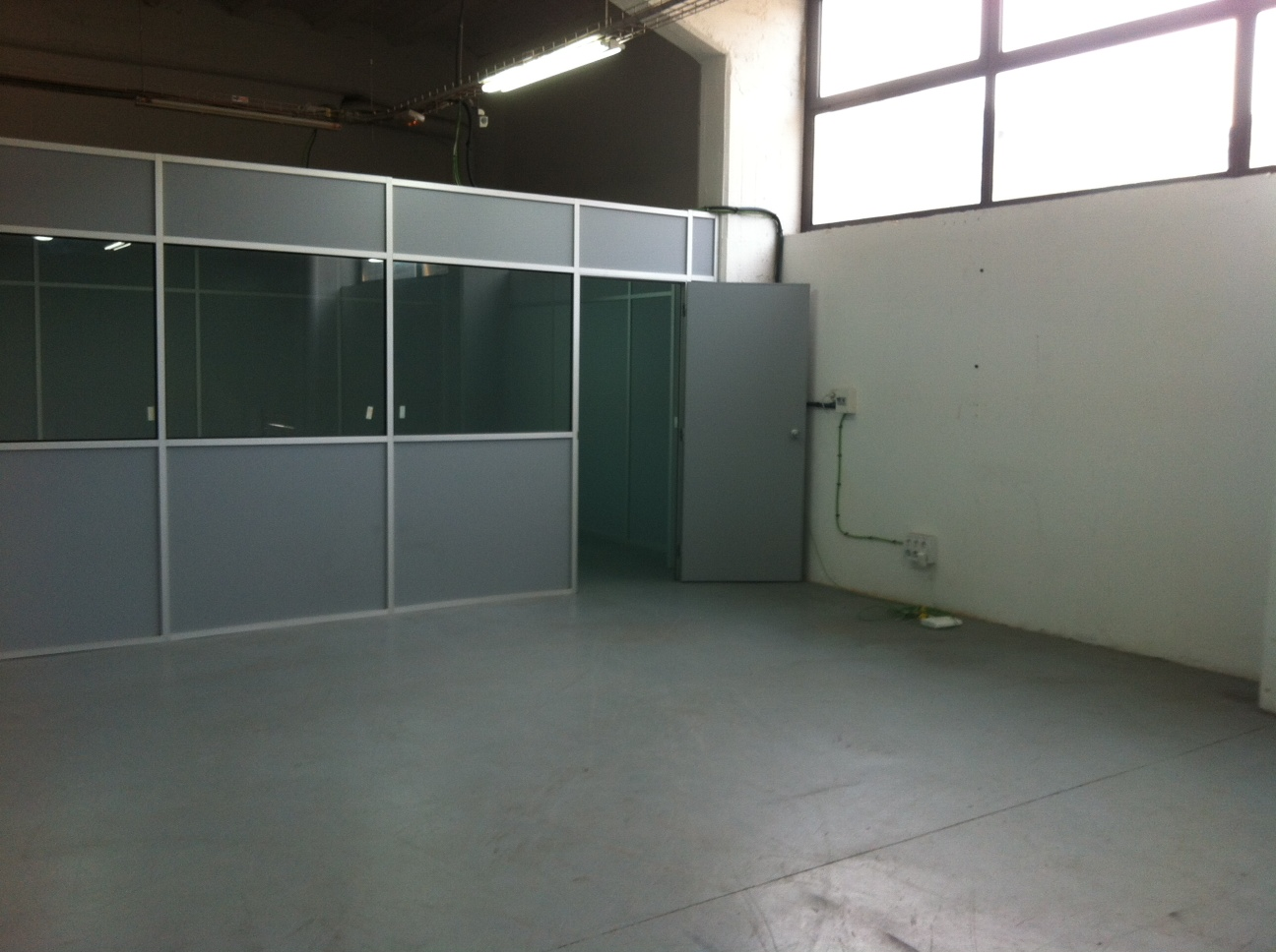 Lloguer Magatzem  Calle cellers, 179. Alquilo almacen con oficicina ideal stock! ultimo disponible!!!