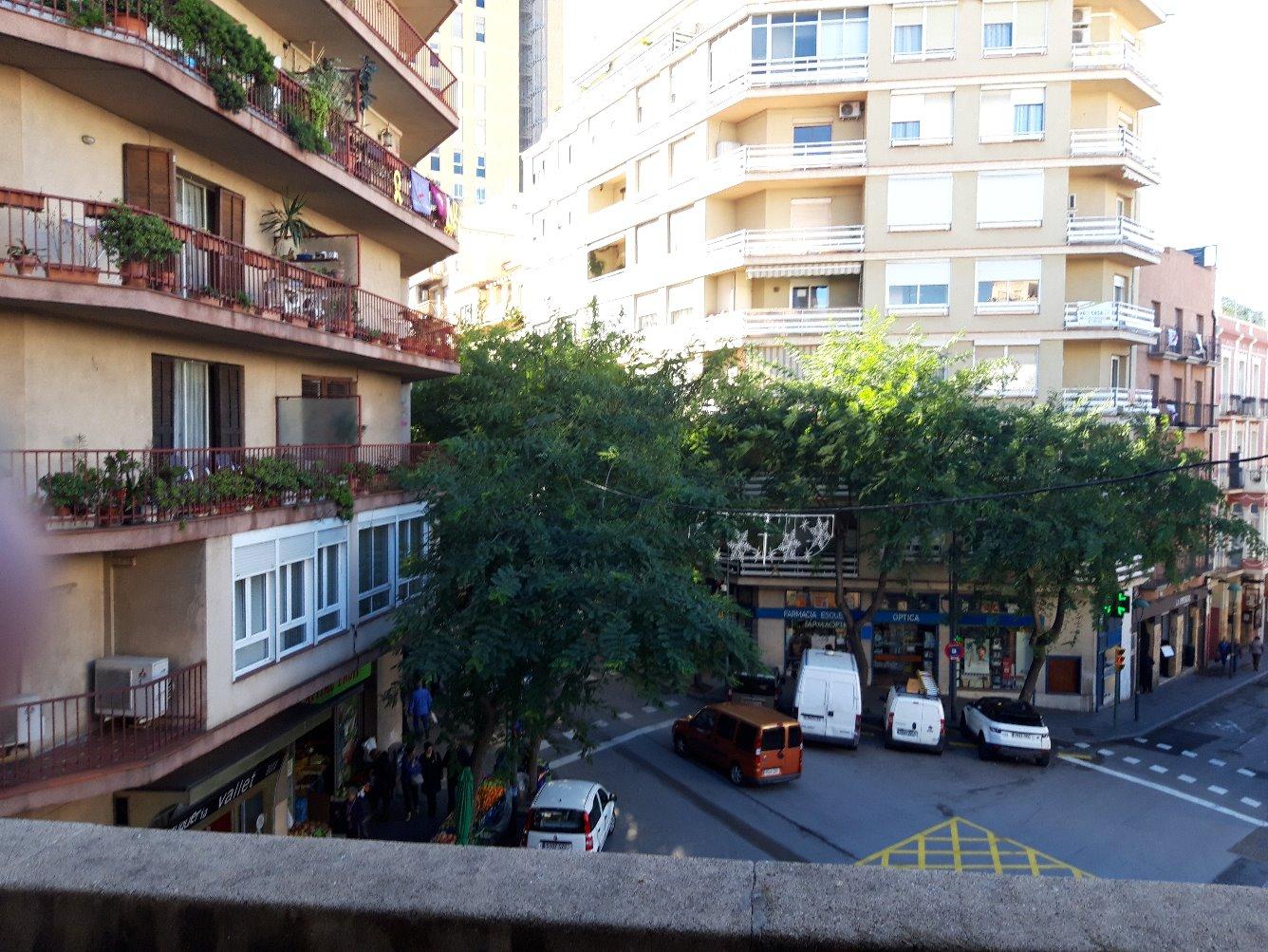 Lloguer Pis  Avenida rovira y virgili, 11. Magnifico piso en zona centro, 4 habitaciones, 1 baño, cocina y