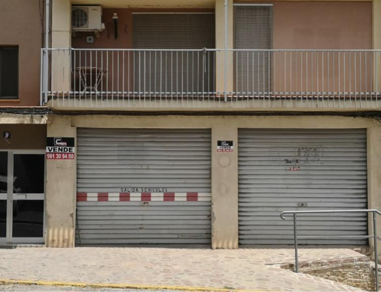 Geschäftsraum  Calle de valencia, 9. Local comercial 131m2 distribución diáfana aseo