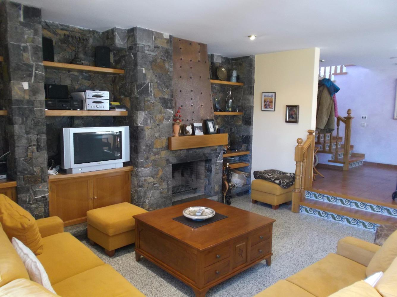 Casa  Berguedà - Gironella. Excelente chalet con jardín i piscina en Gironella