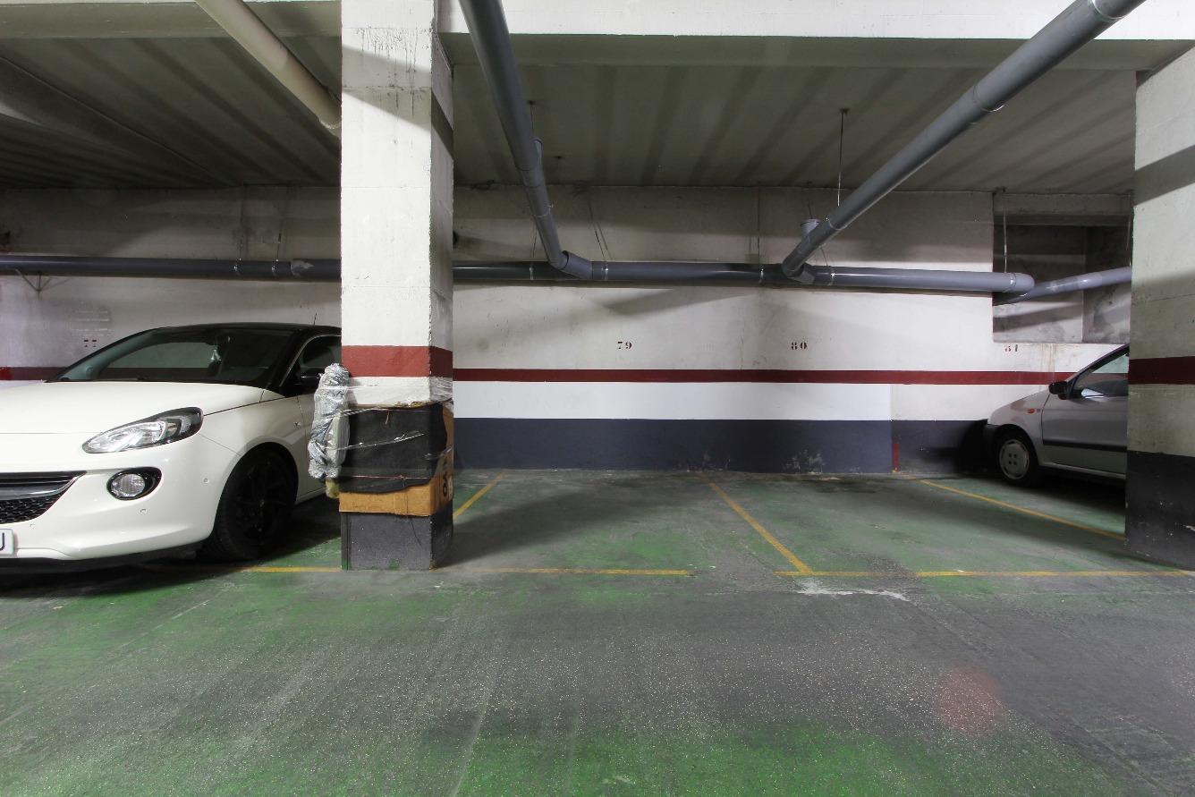 Garaje en venta en Nou Moles
