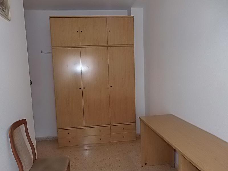 Location Appartement  Calle banys de la moreria. Se alquila piso con ascensor en la zona del raval