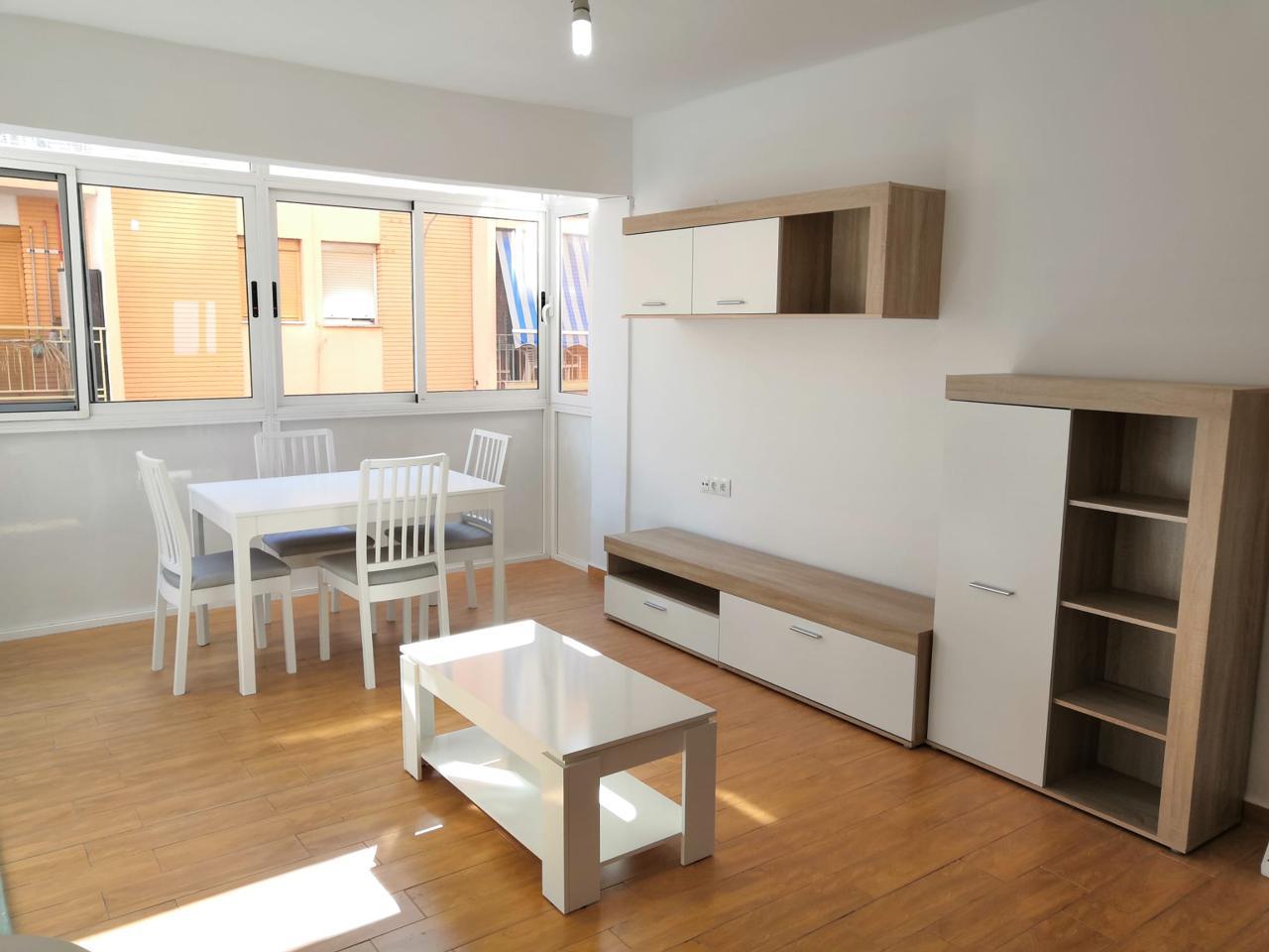 Location Appartement à El Paraíso-Los Almendros. Habitab alquila estupendo  piso  en casco urbano, la vivienda cu