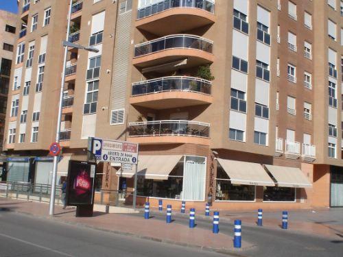 Alquiler Parking coche  Plaza doctor vicente garcía marcos, 1. En pleno centro de cartagena edificio
