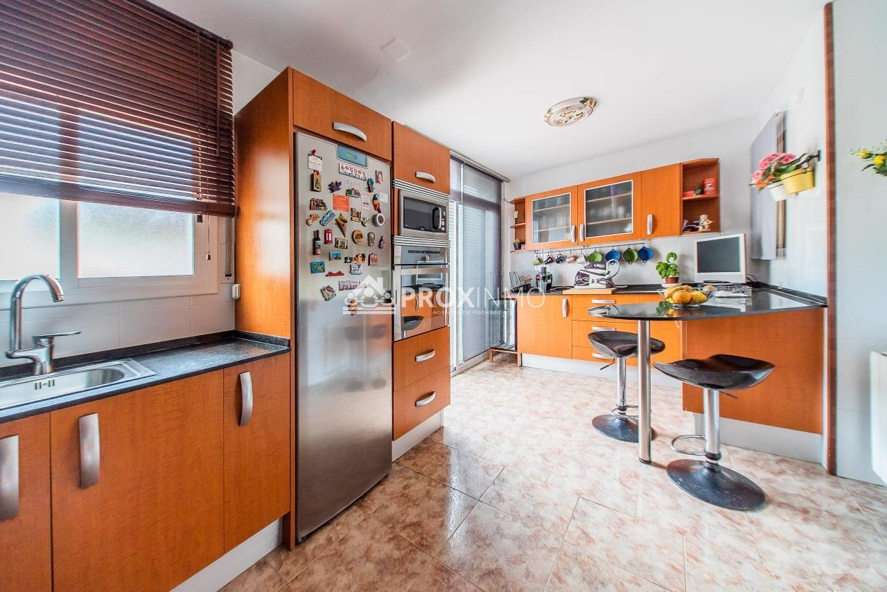 Casa  Avda. comarques catalanes. Preciosa vivienda trifamiliar, tríplex, zona residencial tranqui