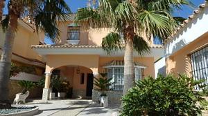 Casa-Chalet en Venta en Chiclana de la Frontera - Playa de la Barrosa, Urbanización Ugaldenea / Sancti Petri - La Barrosa