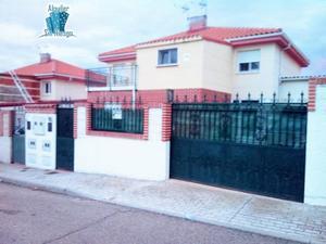 Casa adosada en Venta en Villaverde de Medina ,villaverde de Medina / Villaverde de Medina