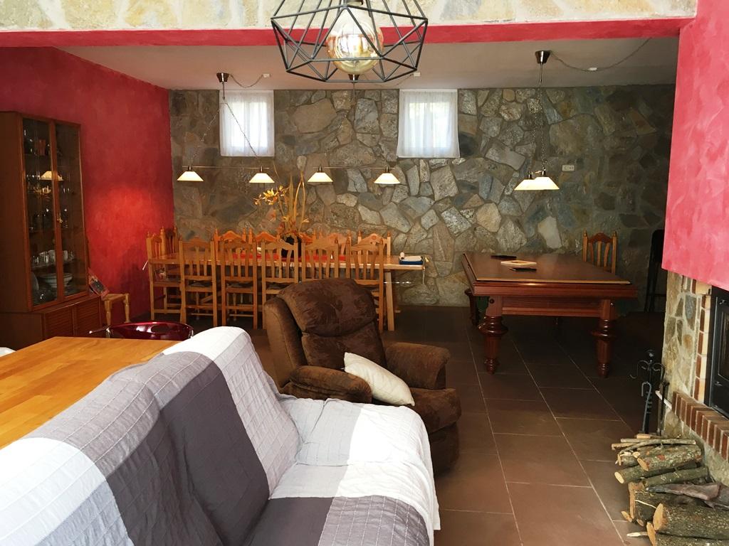 Casa  Berguedà - Gironella. Xalet en parcel·la de 1.211m2 .  1 pis tipus loft i 2 vivendes