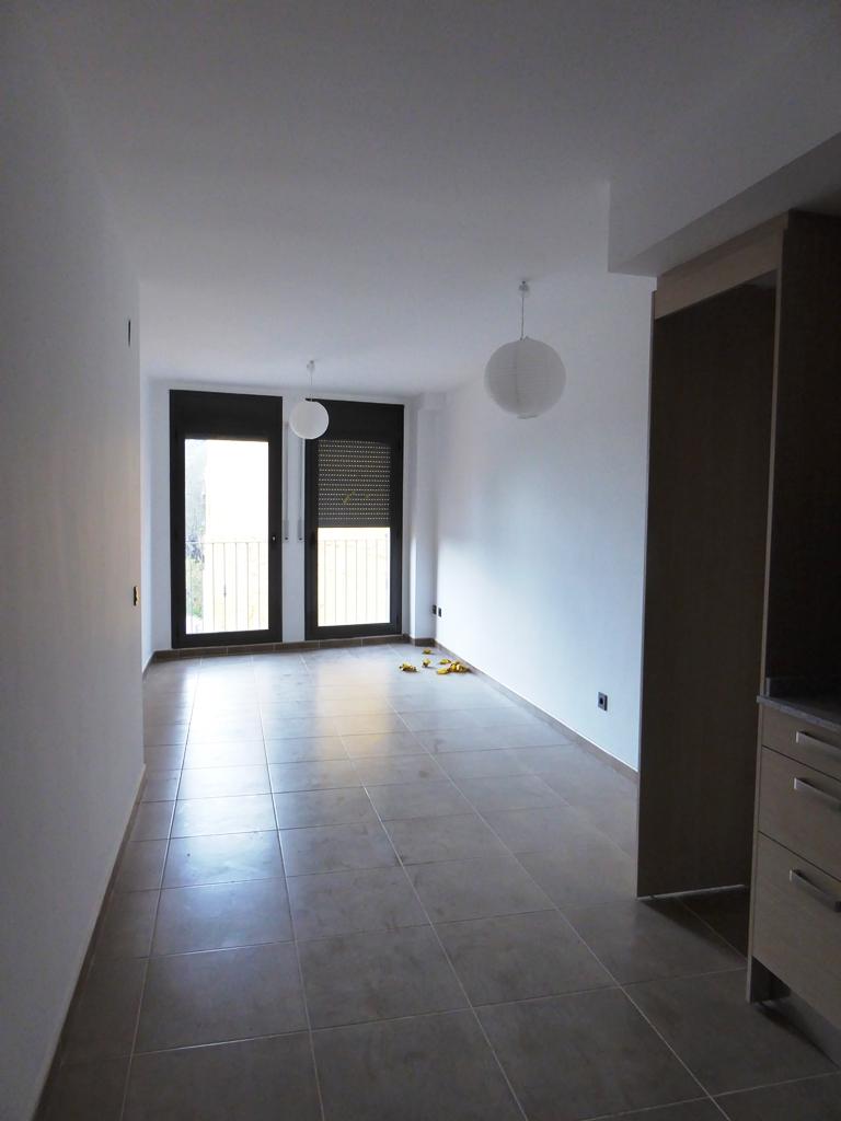 Etagenwohnung  Calle berga, 32. Olost. dùplex d'obra nova que consta de:  1º planta: cuina/ men