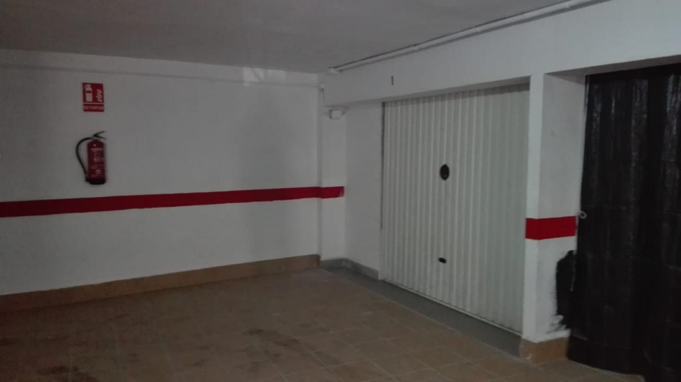 Magatzem  Calle la nasa, 5. Cabina-garaje de superficie construida 33,45m2 y útil 22,80m2.
